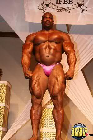 Ronnie guest posing at Mr. Aruba sept 14 2008