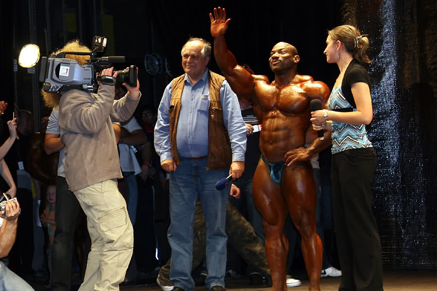 Mr.Olympia Dexter Jackson guestposing at Grand Prix PEPA Opava 2008 Czech Republic