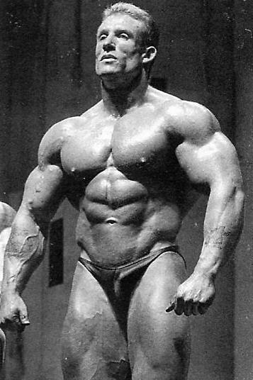 Post Pictures of your favorite bodybuilders!!