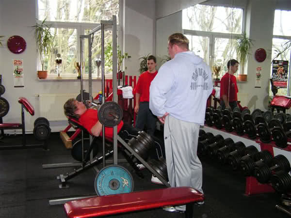 Dennis Wolf is back to the gym (new pictures after surgery)