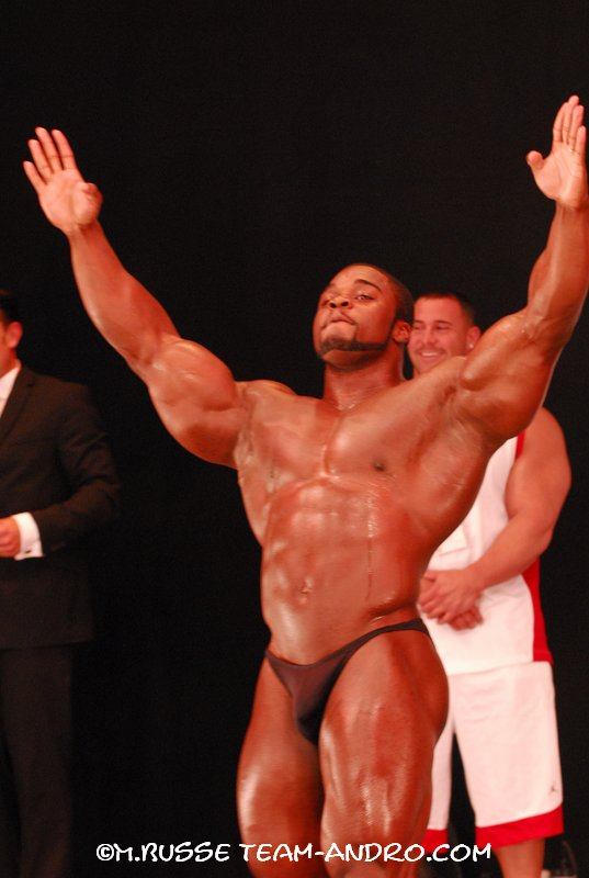 FIBO Power Germany: Brandon Curry posing with team BSN on stage