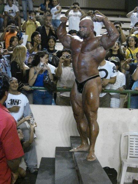 Branch Warren's new guest posing pictures (3th April in Peru)