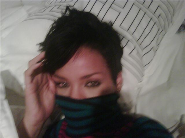 Rihanna naked cell phone pics!