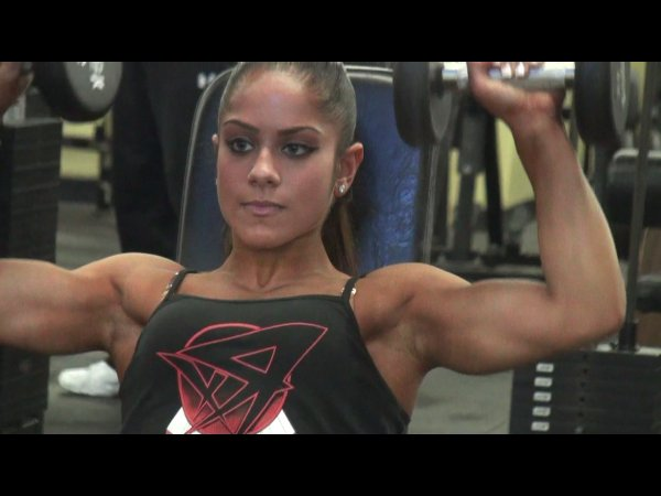 17-Year Old Ariel Khadr Trains Delts After Winning Her IFBB Pro Card!