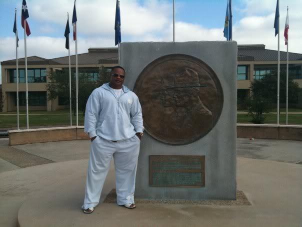 Silvio Samuel guest posing in SA, Texas