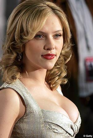 Hallelujah! Scarlett Johansson and Ryan Reynolds Split!