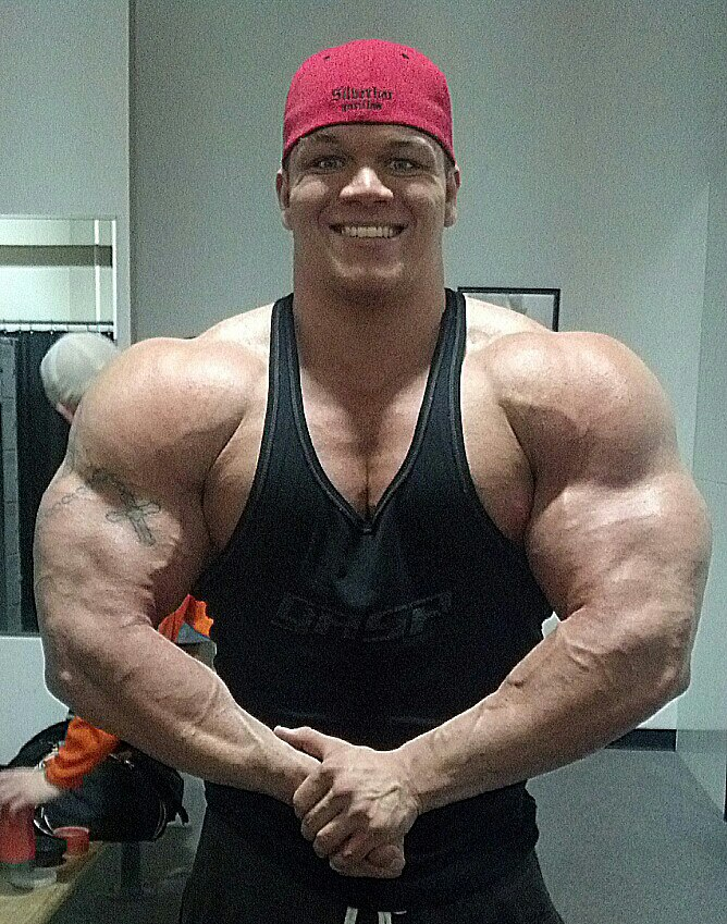The 21 year old Pro, Dallas McCarver trains arms!