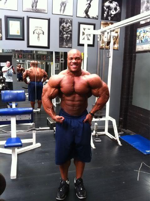 Phil Heath vs Kevin Levrone (gym pics)