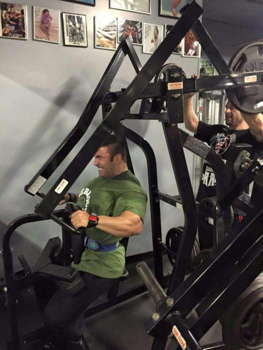 Watch Eduardo Correa Pro IFBB and Patrick Tuor in the gym