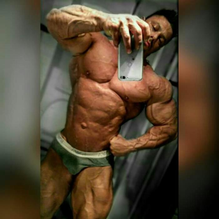 An insane physique: Mattia Vecchi